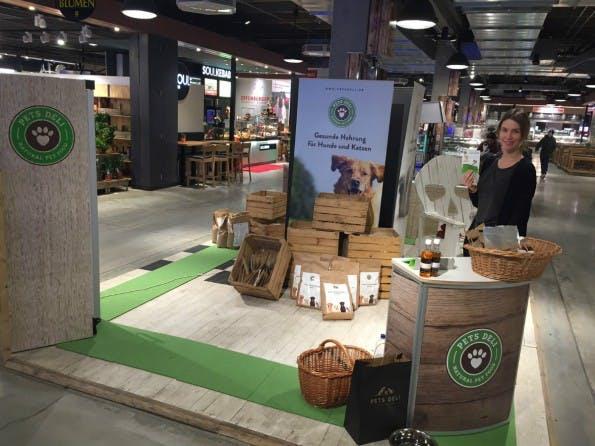 Eine Aktion von Store2be in Hamburg: Das Startup Pets Deli stellt in St. Pauli seine Produkte vor. (Foto: Store2be)