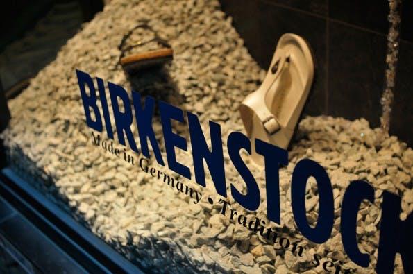 Birkenstock-Sandalen kommen einfach nicht aus der Mode. (Foto: Flickr/cipher, CC BY-SA 2.0)