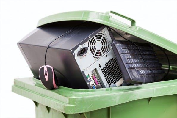 Seit kurzer Zeit müssen sich Onlinehändler noch um die Entsorgung von Elektroschrott kümmern.(Foto: Shutterstock)