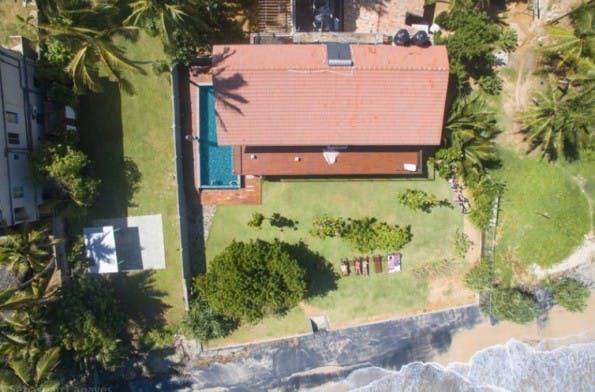 In dieser Strandvilla auf Sri Lanka haben Sebastian Canaves und Freundin Line die letzten Wochen gearbeitet. (Foto: Off the Path)