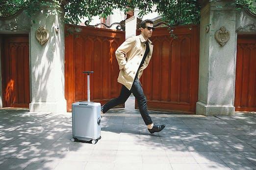 Dieser Roboter-Koffer folgt dir bei Geschäftsreisen auf Schritt und Tritt