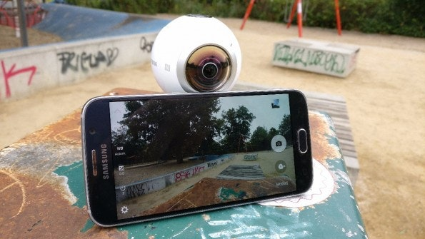 Die Gear 360 lässt sich optional mit dem Galaxy S6 steuern. (Foto: t3n)