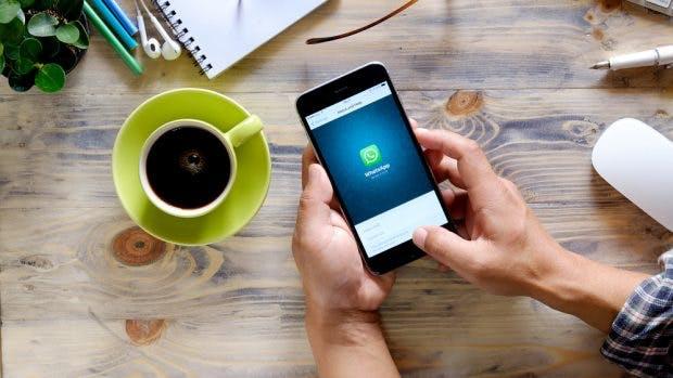 Whatsapp: Ab nächstem Jahr will Facebook Möglichkeiten schaffen, um Firmen und Whatsapp-Nutzer zusammenzubringen. (Foto: d8nn / Shutterstock.com)