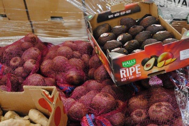Ingwer, Avocado, rote Beete: Einen Teil des Obsts für seine Säfte kauft Kale and me aus der Region um Hamburg. Produziert wird in der Lüneburger Heide.(Foto: Hegemann)