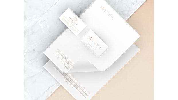"""Branding for Design für ARTHOLL (Foto: <a href=""""https://www.behance.net/gallery/41143345/ARTHOLL-Branding"""">Yana Klochihina</a>)"""
