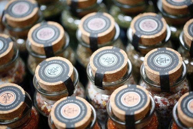 In seinem Onlineshop bietet Ankerkraut hochwertige Gewürzmischungen zu fairen Preisen an. (Foto: Ankerkraut)