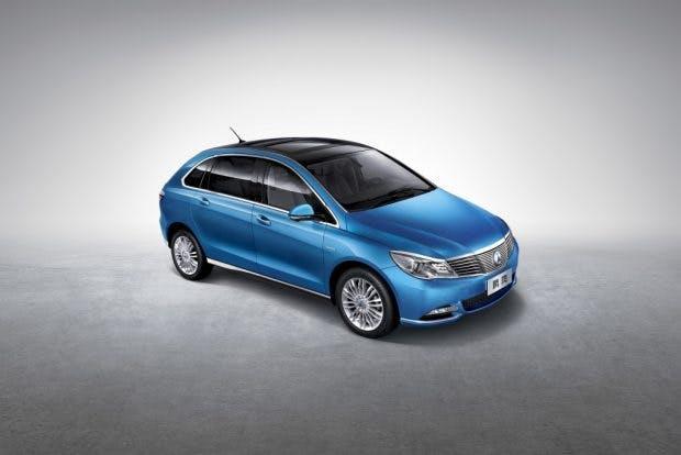 Denza 400: Das Elektroauto bietet eine Reichweite von bis zu 400 Kilometern. (Foto: Daimler AG)