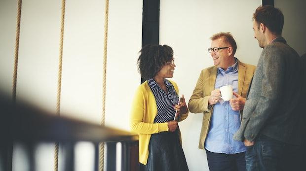 Networking-Knigge: So kommst du mit garantiert jedem ins Gespräch
