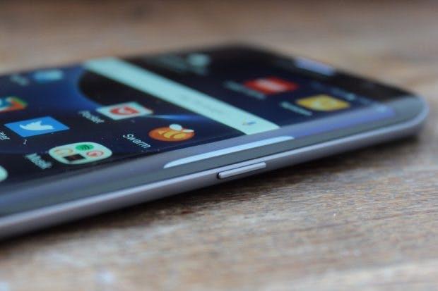 Das Samsung Galaxy S7 edge als Vorbild für das iPhone 8? (Foto: t3n)