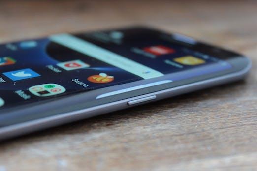 iPhone 8: Großes Re-Design zum Zehnjährigen – inklusive Modell mit Edge-Display
