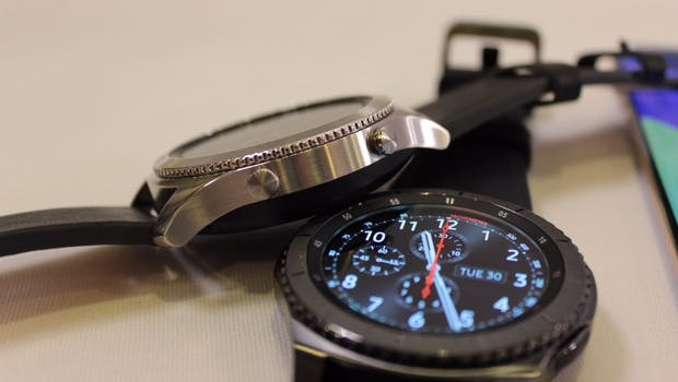Samsung Gear S3 Classic und Frontier im Vergleich nebeneinander. (Foto: t3n)