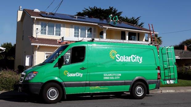 Tesla und Walmart: Klage wegen brennender Photovoltaik-Anlagen
