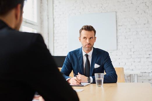 Dieser Tipp hilft dir dabei, im Vorstellungsgespräch die richtigen Antworten zu finden