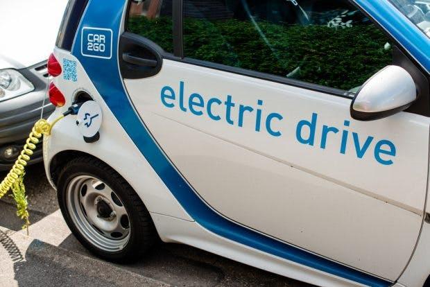 Daimler setzt auf Elektromobilität. (Foto: Frank Gaertner / Shutterstock.com)