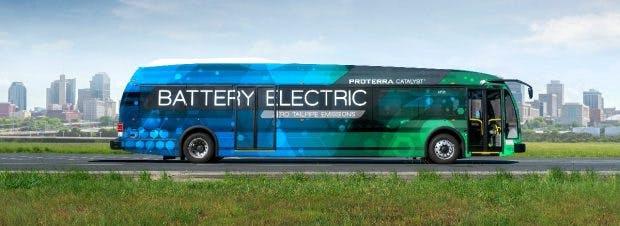 Elektrobus fährt innerstädtisch und über Land. (Bild: Proterra)