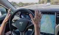 Autopilot-Update: Teslas halten jetzt auch von selbst vor roten Ampeln