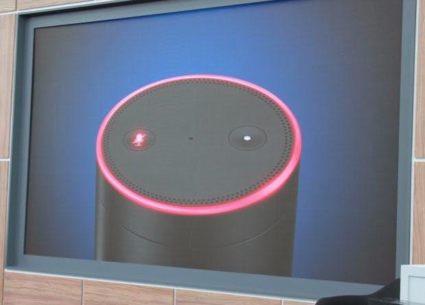 Ein Knopf deaktiviert das Hotword von Amazon Echo. (Foto: t3n)