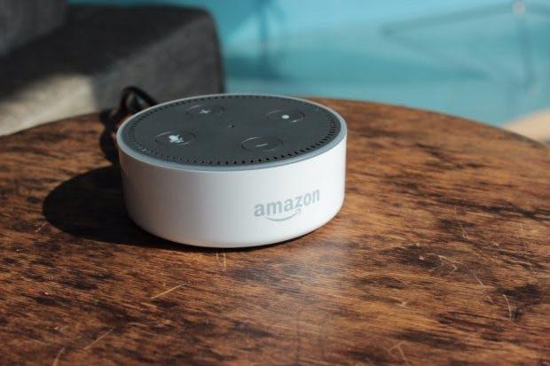Kleiner als der Echo, ohne große Lautsprecher: der Echo Dot. (Foto: t3n)