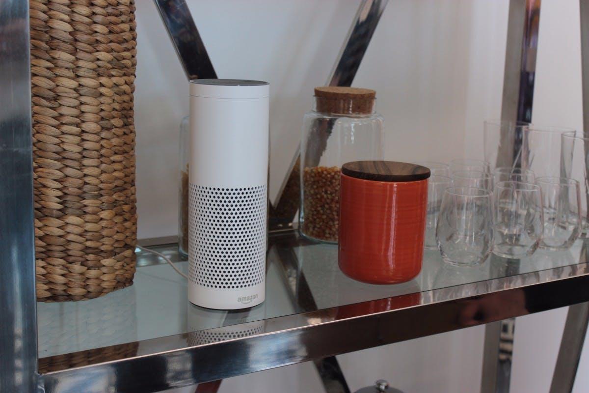 Nach Amazon soll auch Microsoft einen Assistenten fürs Zuhause in petto haben. (Foto: Amazon Echo, t3n)