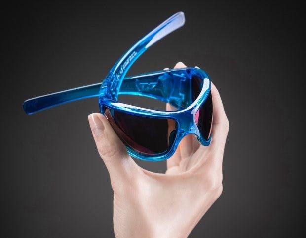 Die Brillen von Gloryfy bestehen aus einem besonders flexiblen Polymer-Kunststoff. Gläser und Fassungen sollen dadurch unzerbrechlich sein. (Foto: Gloryfy)