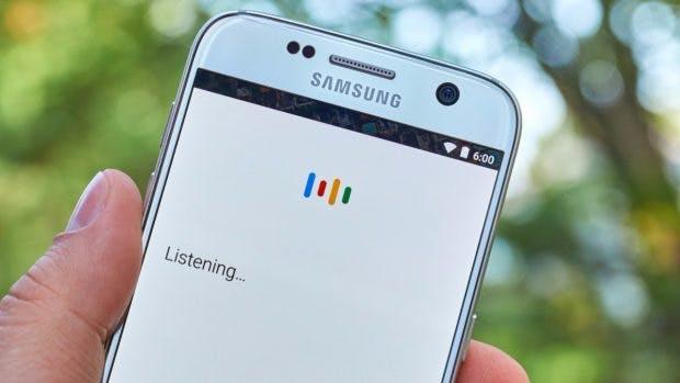 Google Now und die Sprachsuche sind nun ein Teil des Google Assistant. (Foto: dennizn / Shutterstock.com)