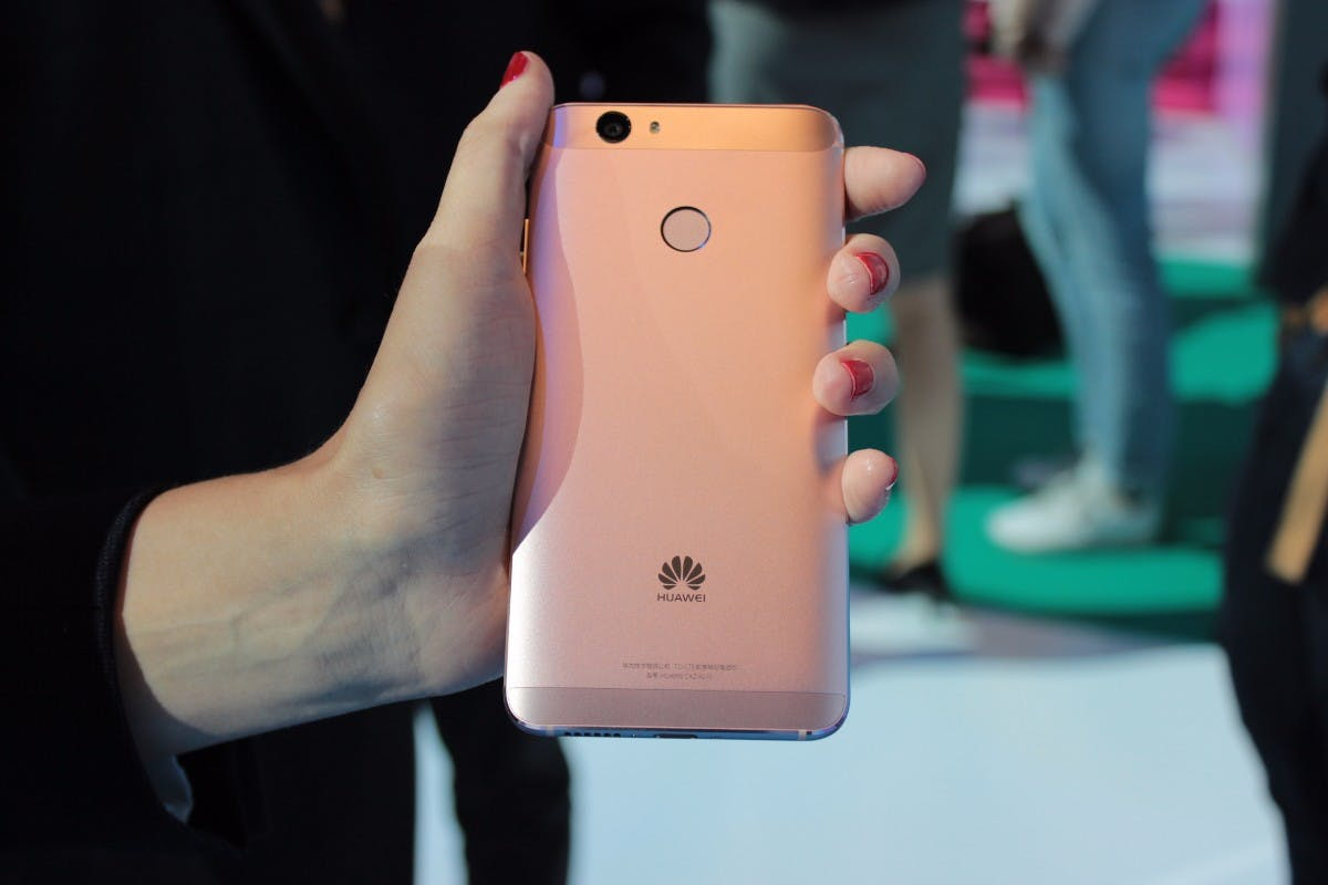 Huawei Nova ist ein kompakter 5-Zoller im Nexus-6P-Design
