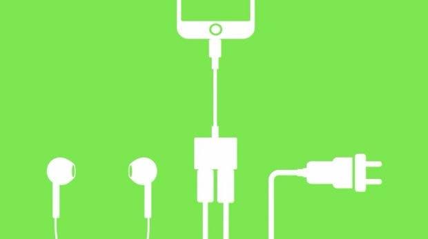 Der Belkin-Dongle lässt euch zwei Lightning-Geräte mit dem iPhone 7 gleichzeitig verbinden. (Bild: Belkin)