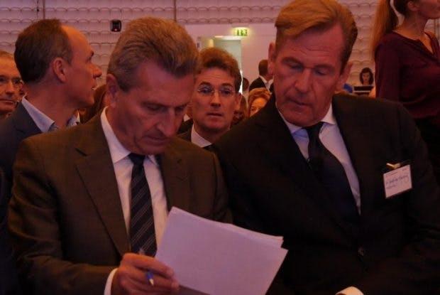 EU-Kommissar Günther Oettinger im Gespräch mit BDZV-Präsident Mathias Döpfner. (Bild: Daniel Bouhs (CC-BY-SA))