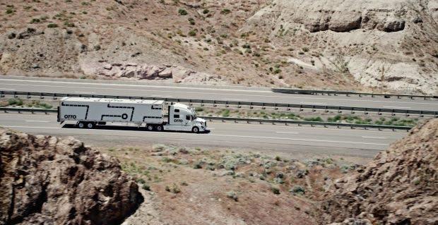Otto-Truck: Gelingt Uber der Sprung ins lukrative Frachtgeschäft per LKW? (Bild: Otto)