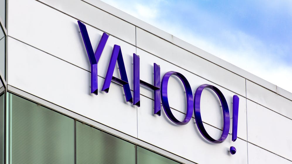 Yahoo überrascht vor Übernahme durch Verizon mit Gewinn und Umsatzsprung