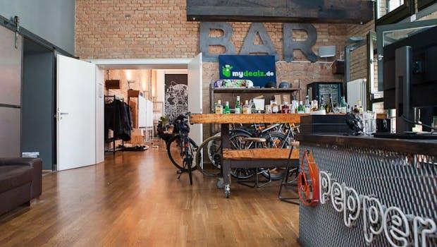 Fahrräder und Spirituosen: Die Shopping-Community (Foto: Andreas Lukoschek)