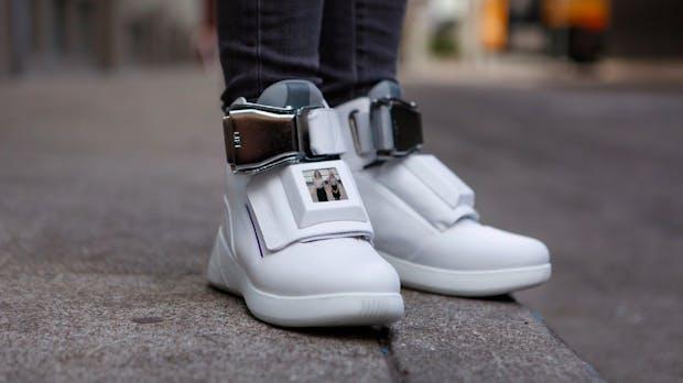 Erste-Klasse-Schuhe: Diese Hightech-Sneakers haben WLAN-Hotspot und Display