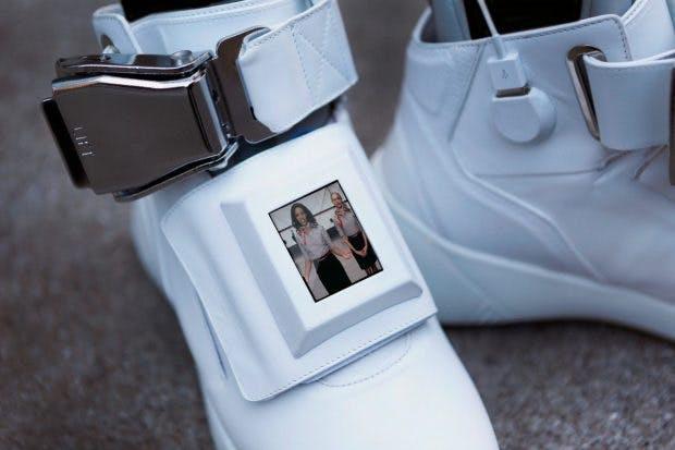 Hightech-Sneakers von Virgin America haben ein Video-Display. (Bild: Ebay/Virgin America)
