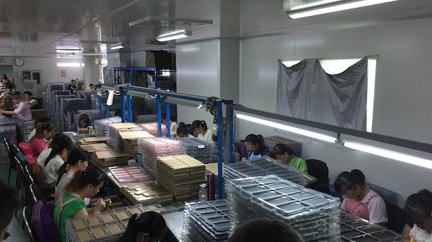 Ich habe bei der Produktion meines iPhone-Cases in China zugesehen