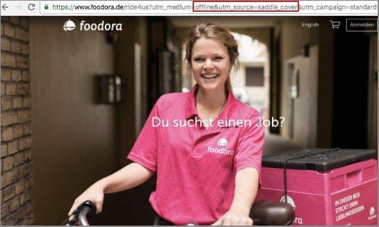"""Die Landing Page der Fahrer-Gewinnungs-Kampagne von Foodora. Deutlich erkennbar: die Tracking-Parameter """"offline"""" und """"saddle_cover"""" (Screenshot: OMR)"""