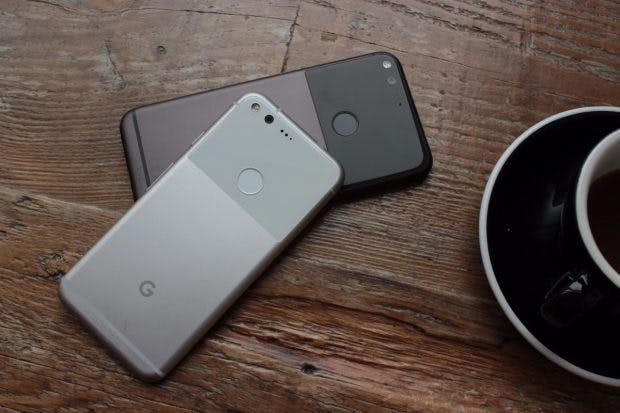 Google Pixel und Pixel XL: die derzeit einzigen Smartphones, mit der Googles Daydream-View verwendet werden kann. (Foto: t3n)