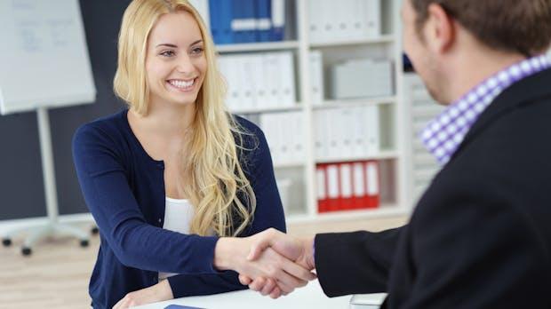 Recruiting vom Erstkontakt bis zum Arbeitsbeginn: So geht's richtig