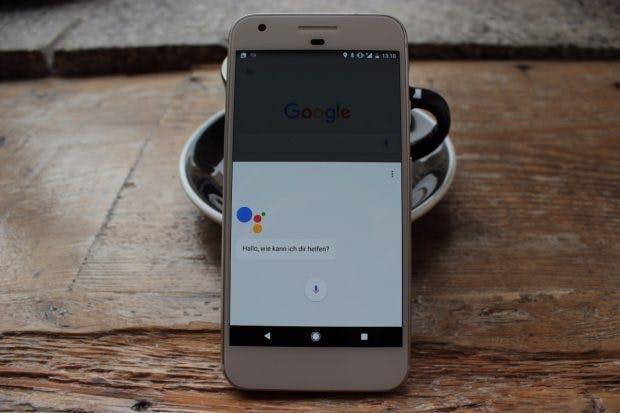 Googles Pixel und Pixel XL mit Google Assistant. (Foto: t3n)