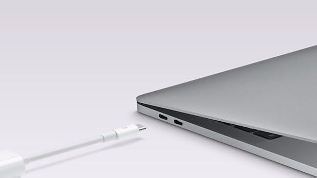 """Macbook Pro """"lädt sich selbst"""" – dank USB-Typ-C-Schleife"""