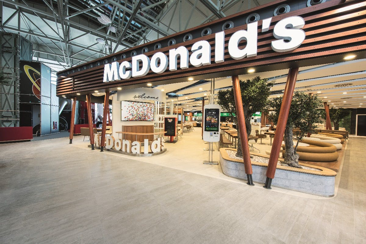 Das neue McDonald's Flagship-Restaurant am Flughafen Frankfurt. (Foto: obs/McDonald's Deutschland)