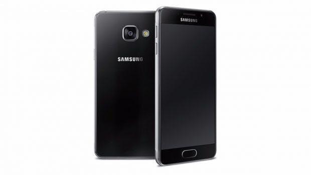 Das Samsung Galaxy A3 (2016) in Schwarz. (Bild: Samsung)