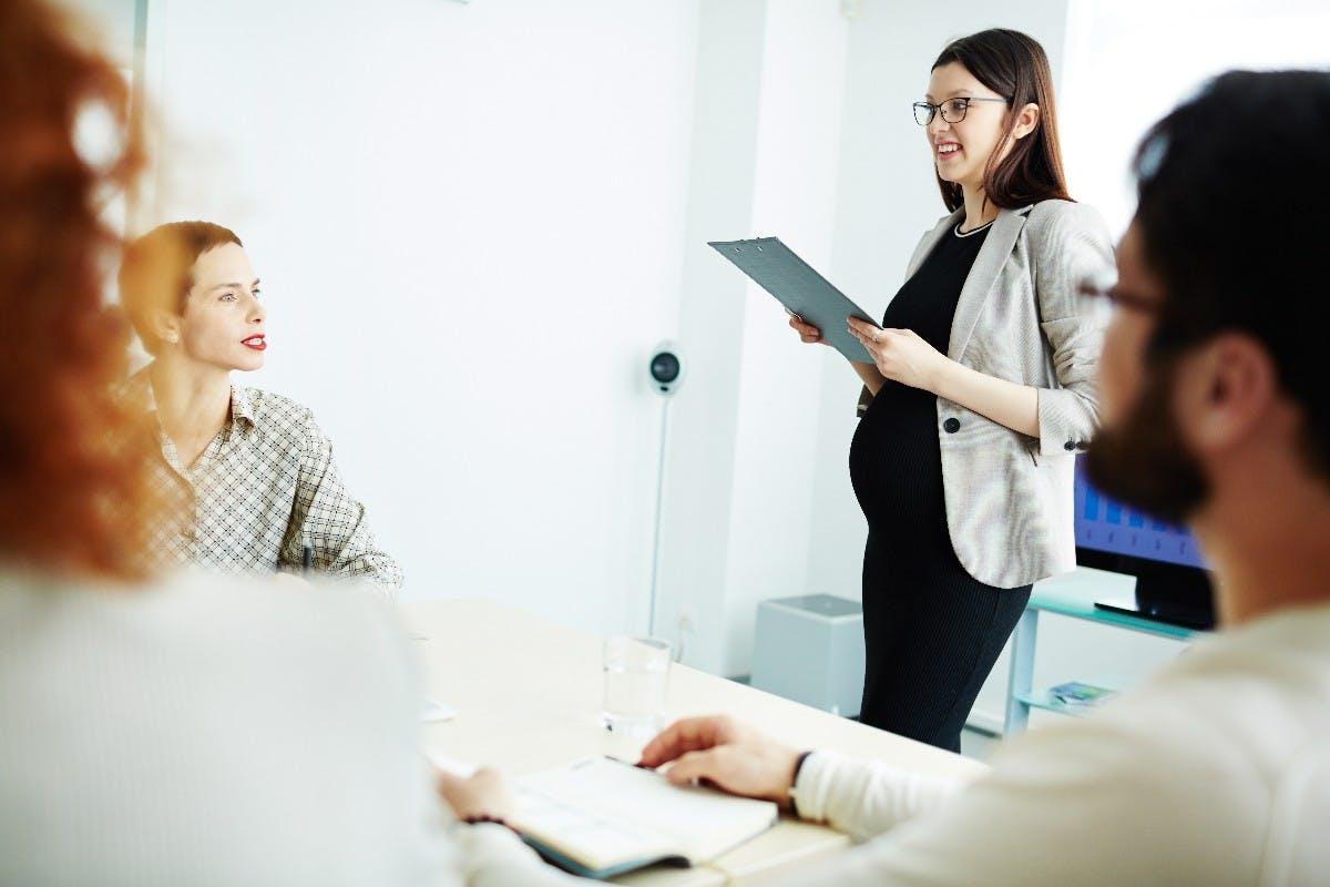 Mutterschutz und Elternzeit: So bereitest du deinen Arbeitgeber auf die Auszeit vor