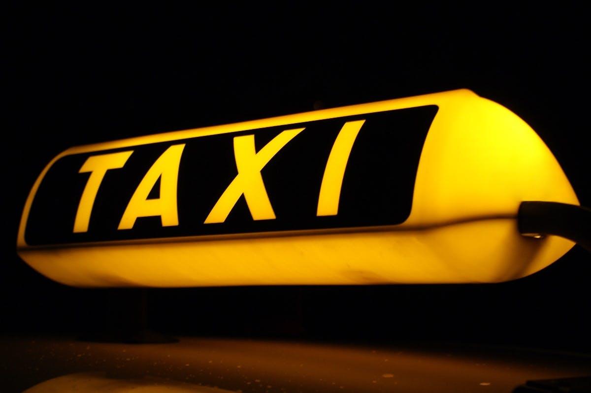 Scheuer will Fahrdienstmarkt öffnen: Mehr Konkurrenz für Taxis