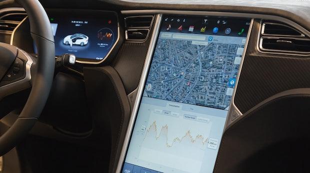 Tesla: Video zeigt, wie sich das Elektroauto selbstständig durch den Verkehr bewegt