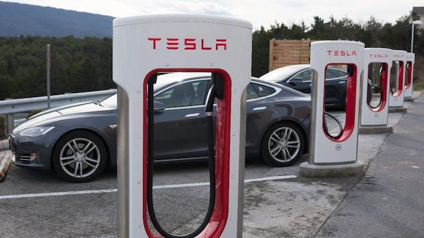 Tesla zeigt Mega-Supercharger-Konzept: Pause machen bei E-Auto-Reisen