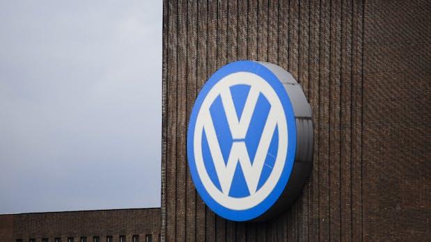 VW wirbt wichtigen Manager von Tesla ab