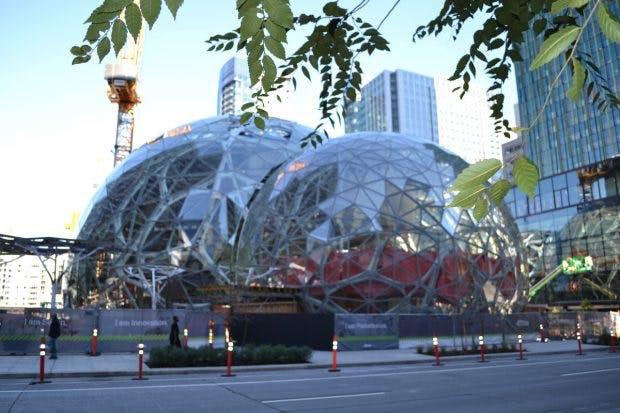 Amazon baut in Seattle gerade zwei kuppelartige Gebäude, die neben Mitarbeitern eine vielfältige Pflanzenwelt beherbergen sollen. (Foto: Jochen G. Fuchs)