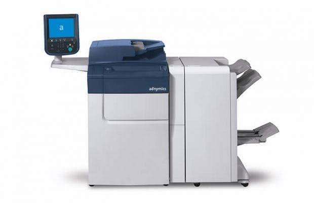 Die Druckmaschine für personalisierte Paketbeilagen. (Foto: Adnymics)