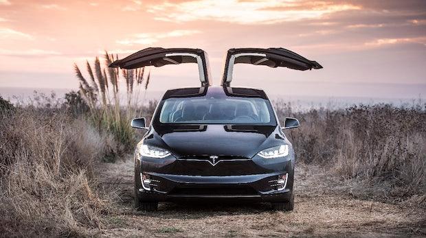 Tesla: Software-Update überrascht Nutzer mit Weihnachts-Lichtershow und Mars-Karte