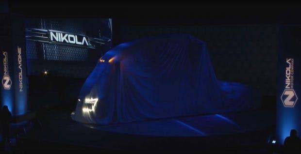 Nikola One: E-Truck mit Wasserstoff-Tank wird enthüllt. (Screenshot: Nikola/Youtube/t3n)